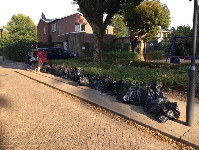 De zwerfvuilactie die Joep opzette, leverde ruim dertig volle vuilniszakken troep op.