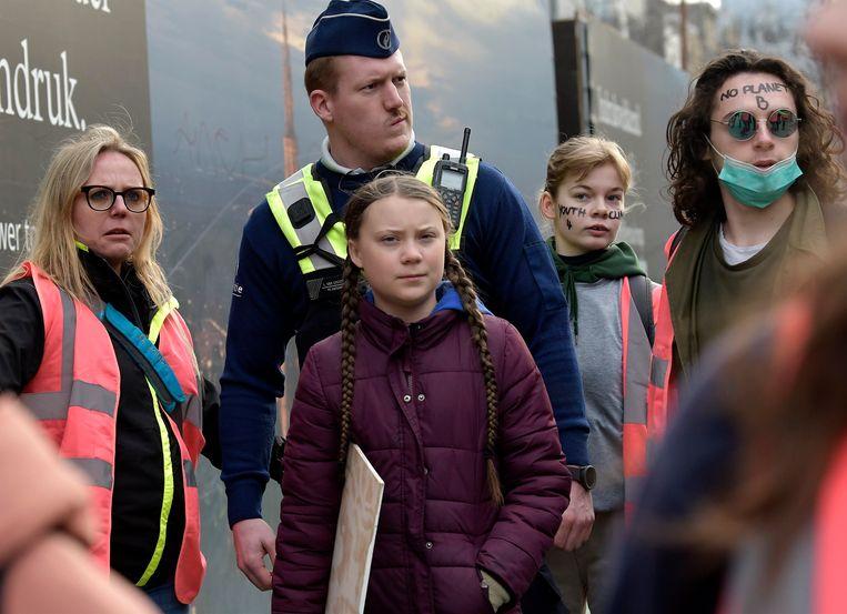 Thunberg werd omgeven door stewards en agenten om iedereen op afstand te houden.
