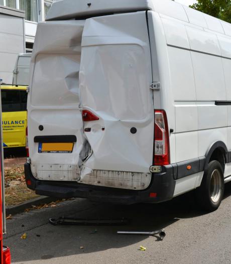 Pakketbezorger sluit zichzelf op in hete bus in Breda