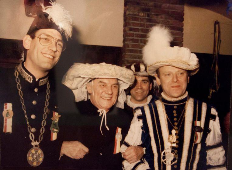 Wim Kersten (m) met de burgervaojer van Oeteldonk (l) en Prins Amadeiro, 1988. Beeld
