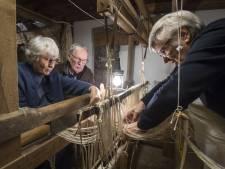 Monnikenwerk aan eeuwenoud weefgetouw in Eibergen