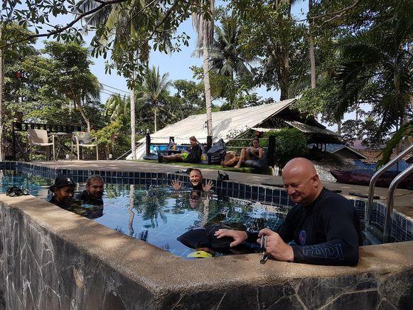 John Bolle tijdens één van zijn lessen bij de BB Divers in Thailand.