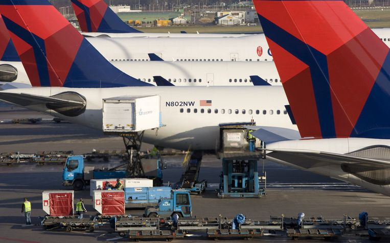 Vliegtuigen van Delta op Schiphol. Beeld anp