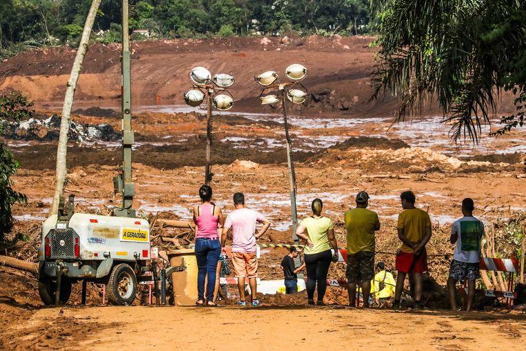 De dambreuk in Brazilië kostte het leven aan 65 personen. Voorlopig zijn nog 279 slachtoffers vermist.