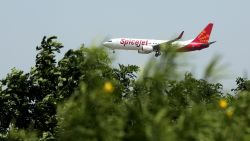 Indiase stewardessen mogen niet meer zingen en dansen op TikTok