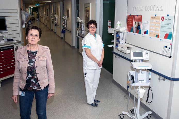 Afdelingshoofd Ineke Berendsen (links) en verpleegkundige Francis Kersten van 'corona'-afdeling B12.