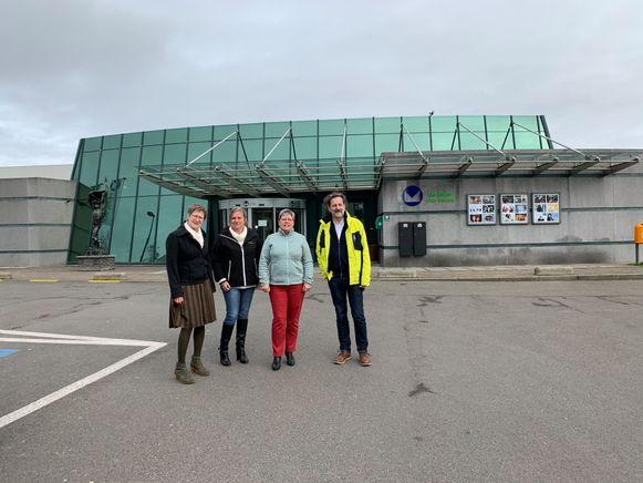 Burgemeester Gerda Van den Brande (N-VA), waarnemend directeur van De Leertuin Katy Janssens, Marie-Jeanne Thaelemans (Samen Anders) en Erwin De Clerck (PRO) aan De Leertuin in Meise.