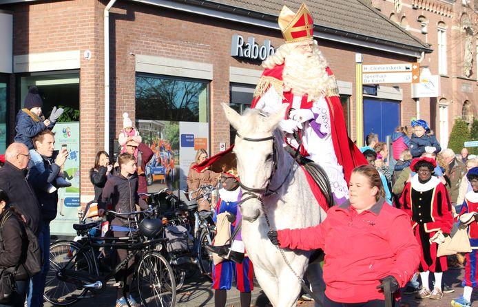 Dit jaar komt de Sint niet op de gebruikelijke wijze aan in Nuenen, zoals hier in 2019.