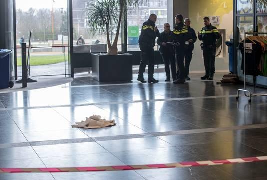 Het geweldincident vond plaats voor de universiteitswinkel bij het Forum-gebouw.