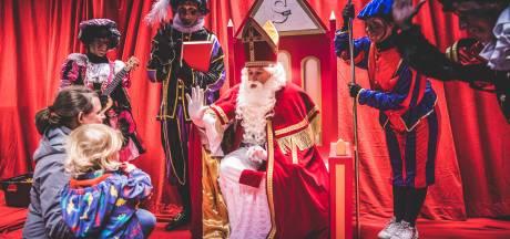 IN BEELD: De Sint maakt zijn entree aan de Krook
