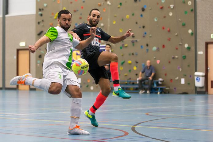 Jaouad Essanoussi (links) komt in clubverband uit voor Watergras uit Gouda.