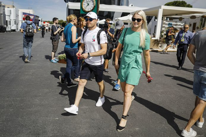 Emilia Bottas (rechts) naast haar inmiddels ex-man Valtteri Bottas.