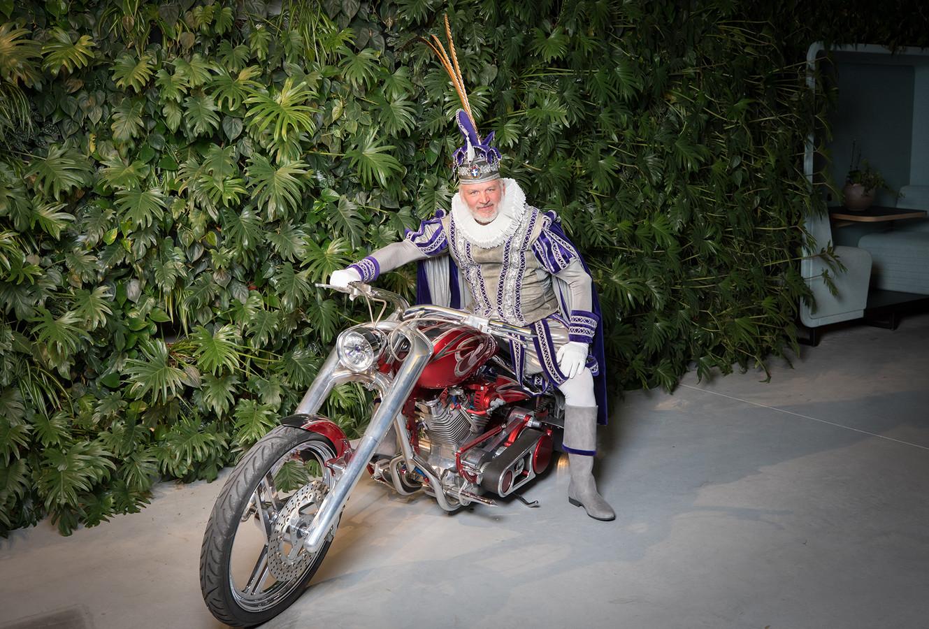 Prins Willem van Bourgondië is dol op zijn Kawasaki.