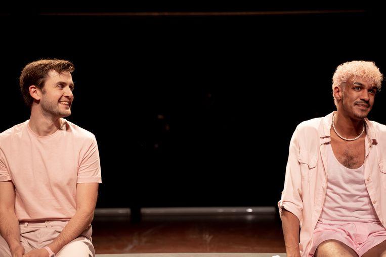 Daniël Cornelissen (l.) en Jesse Mensah in Liefdesziek. Beeld Foto Bas de Brouwer
