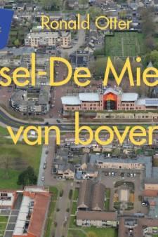 Boek met luchtfoto's Reusel: 'Van boven knalt het gemeentehuis eruit'