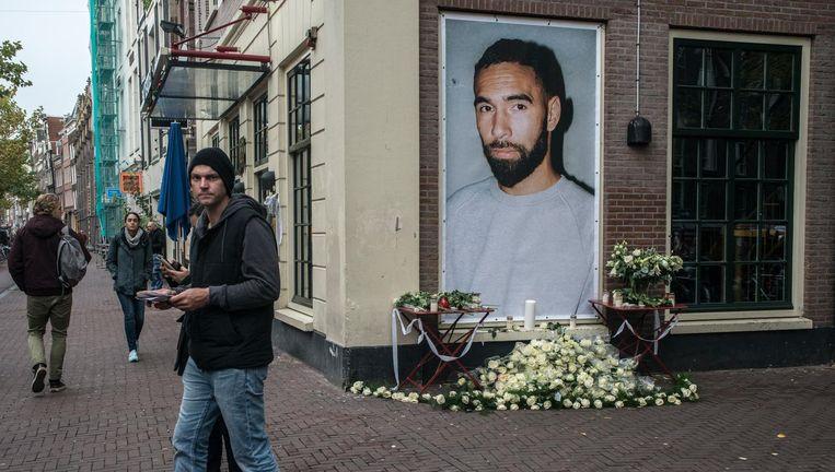 Een gedenkteken voor Latumahina bij de Amsterdamse club Bitterzoet, waar hij programmeur en dj was. Beeld Hollandse Hoogte / Ingrid de Groot