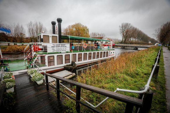 De toeristenboot Lamme Goedzak staat te koop.