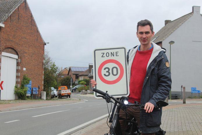 Mobiliteitsschepen Simon De Boeck (CD&V) stelde het fietsplan voor.