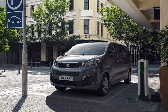 De Peugeot e-Expert komt naar wens 230 of 330 kilometer ver