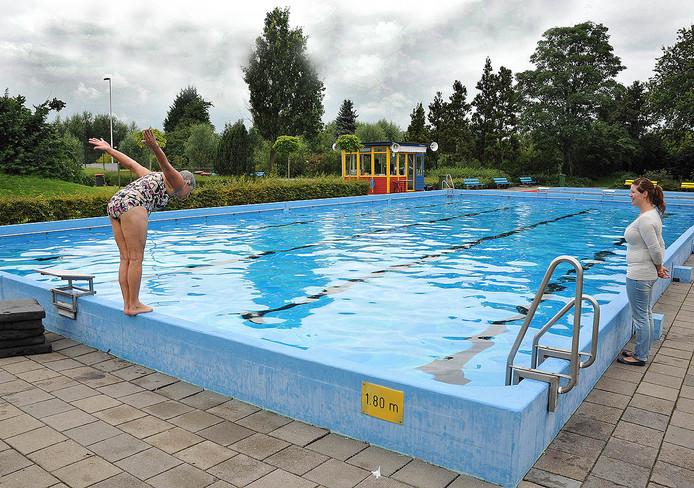 Zwembad De Duikelaar.Buitenbaden De Duikelaar Kunnen Weer Open Rivierenland Ad Nl