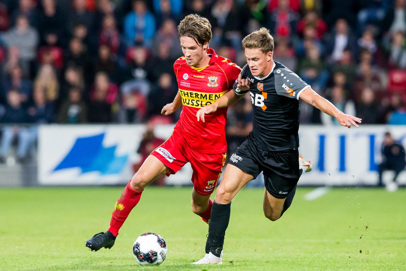 Orhan Džepar (links) maakte tegen FC Volendam de openingstreffer voor Go Ahead Eagles, zijn eerste treffer in anderhalf jaar tijd.