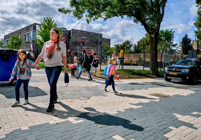 De nieuwe 'zebrastraat' is onveilig, zeggen onder andere twee scholen. Even wennen, vindt de gemeente.