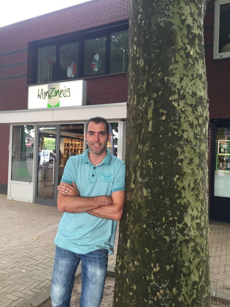 Guido Lenting van WijnZinnig pakt elke ochtend de bladblazer Beeld .