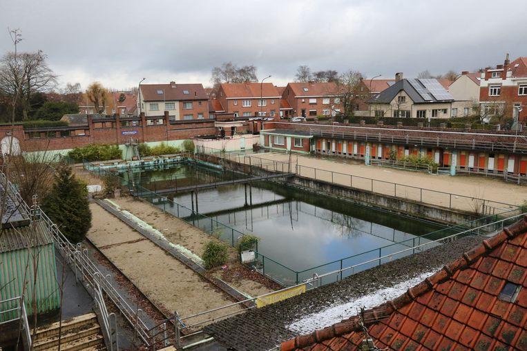 Het stadsbestuur wil meer kunnen doen met de site van het openluchtzwembad dan wat in de huidige plannen staat.