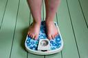 De Engelse regering neemt maatregelen om Britten minder ongezond te laten eten. Dat doen ze omdat overgewicht het risico om aan corona te overlijden vergroot.