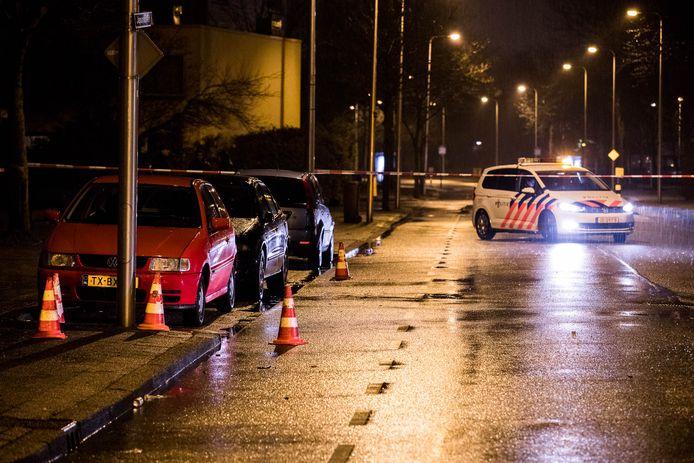 Op de kruising van de Japuradreef en de Sabadreef in de Utrechtse wijk Overvecht is geschoten. Twee mannen raakten daarbij gewond.