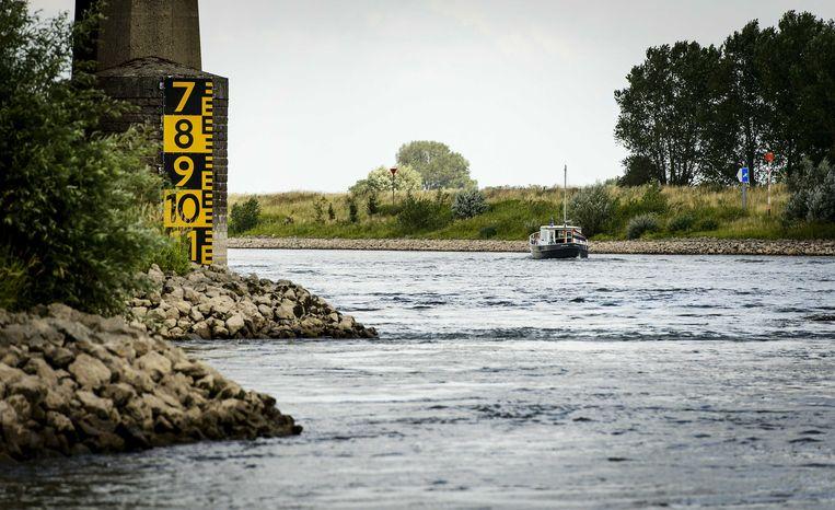 Laagwater in de IJssel bij Doesburg. De Oude IJssel is een drukbevaren route voor de binnenvaart van en naar Duitsland. Beeld anp
