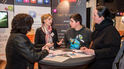 Gentse GO! scholen informeren ouders over aanmeldingssysteem op beurs