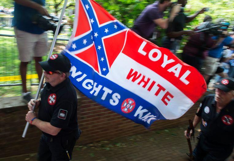 Ook tot op de dag van vandaag leeft de Ku Klux Klan nog voort. In deze foto uit 2017 worden leden van de KKK afgebeeld in Charlottesville, in de Amerikaanse staat Virginia.