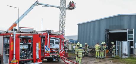 Schade na brand bij garagebedrijf op Urk