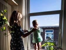 Twee kleuters vallen in week tijd van grote hoogte uit raam: 'Je kunt je kind geen tel alleen laten'