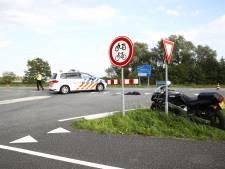 Motorrijder crasht op Drontermeerdijk