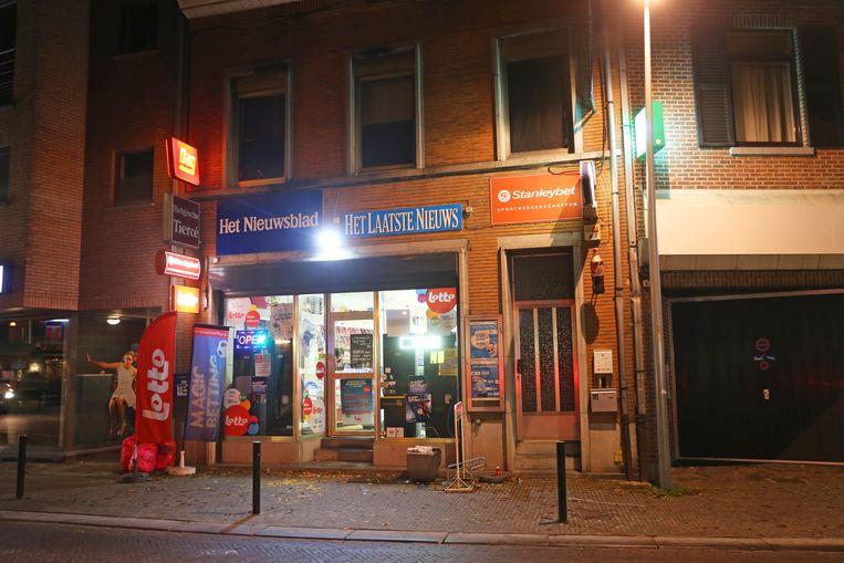 De winkel bevindt zich tegenover het station van Ternat.
