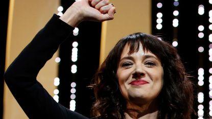 """VIDEO van straffe speech op filmfestival: """"Cannes was Weinsteins geliefkoosd jachtterrein. Hier verkrachtte hij mij toen ik 21 jaar was"""""""