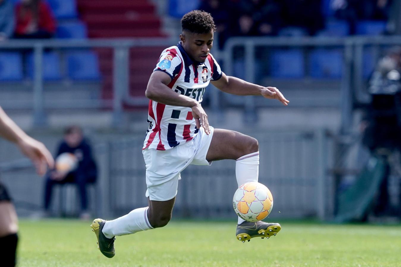 Diego Palacios aan de bal namens Willem II.