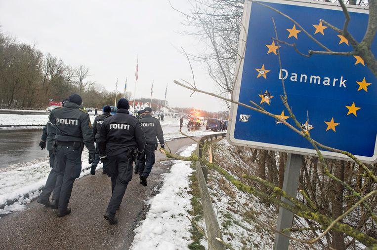 De Deense politie bij de Duitse grens. Beeld epa