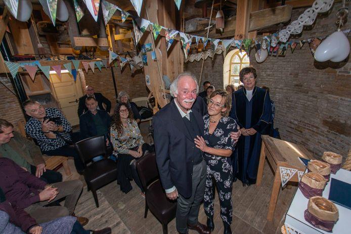 Jaap Zandee (64) trouwt zaterdag met Geertje van Dijk op de meelzolder van de molen De Korenbloem in Kortgene, waar zijn overgrootopa Zeger Salomé van 1887 tot 1937 molenaar was.