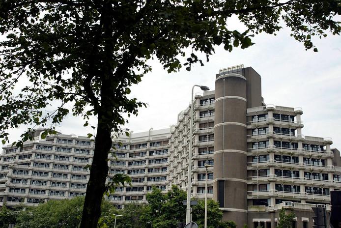 Het gebouw wordt de apenrots genoemd, door de gelaagde opbouw van de verdiepingen.