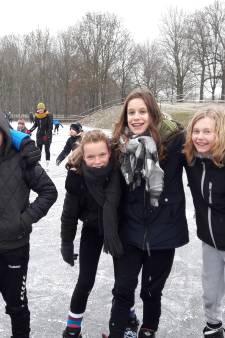 Gezellige drukte op de schaatsbanen in Aalten en Doetinchem