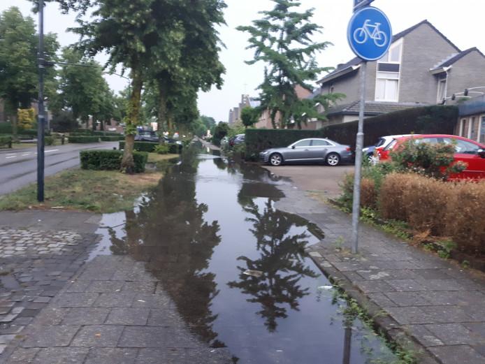 't Dorp in Heesch is weer droog, de fietspaden nog niet.