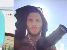 Frauderende fotograaf fotoshopte knappe surfer op oorlogsfoto's