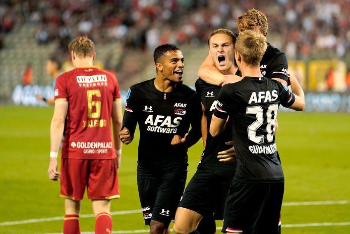 Owen Wijndal, Teun Koopmeiners, Ferdy Druijf, Albert Gudmundsson juichen na de 1-3 tegen Antwerp