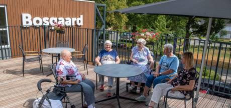 Bewoners Sint Elisabeth wonen tijdelijk op Vrederust in Halsteren: 'het is hier gezellig'