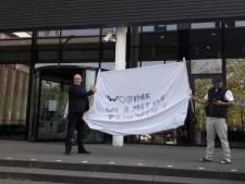 Dakloze Ossenaar doet burgemeester aanzoek: 'Wobine, wil je met me trouwen'