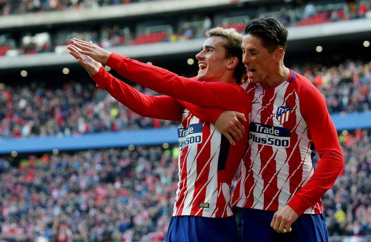 Torres omarmt Griezmann.