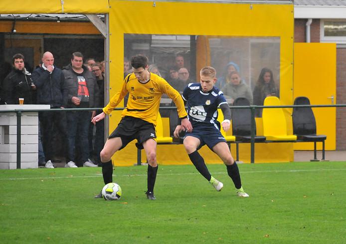 Duiveland (gele shirts) kende een uitstekend weekeinde. Zelf won het van nummer drie Vrederust, terwijl ook nummer twee FC de Westhoek punten liet liggen.